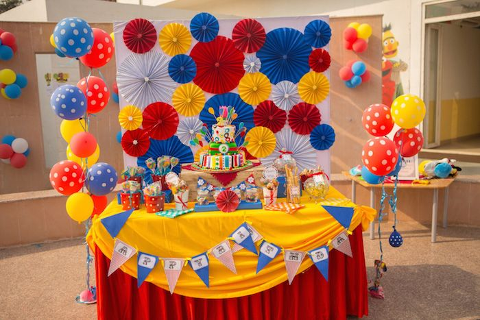 58 best images about circus party ideas on pinterest circus cupcakes circus party favors and - Carnival theme decoration ideas ...