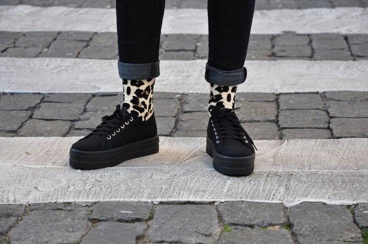 Zapatillas Victoria de terciopelo negro y plataforma