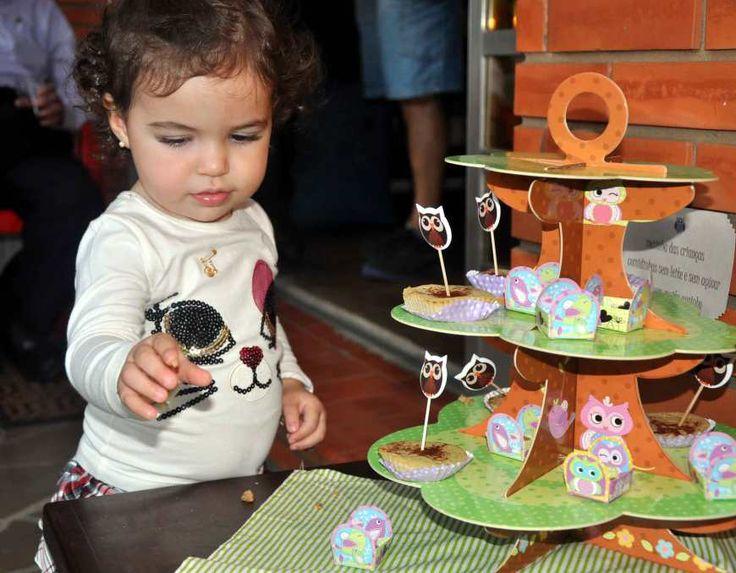 Para os primeiros aniversários das crianças, é possível oferecer na festa comidinhas saudáveis, sem contra-indicação para o bebê. Essa foi nossa escolha para comemorar 1 ano da Dora, como já havia ...