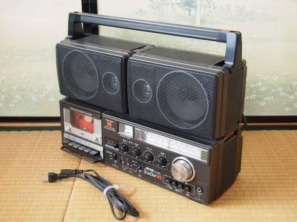 TOSHIBA ラジカセ BOMBEAT XI RT-8700S ラジオOK 気持ちの良いお取引のためにも記載しております内容をよくお読みの上、ご入札お願いします。 東芝のラジオカセットです。ラジオ、AUXで音出ました。 カセットはモータ音はしますが動作しませんでした。 ボリュームにガリがあります。 細かな傷、擦れ、汚れがあります。電池の液漏れ跡、アンテナの破損はありません。 古いものなのでノークレームノーリターンでご入札ください。 その他、ご不明の点がございましたらお気軽にお尋ねください。 付属品...