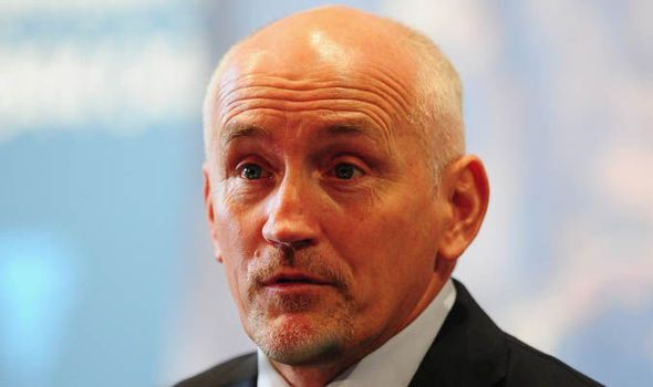 Barry McGuigan urges Leo Santa Cruz to fight Carl Frampton again
