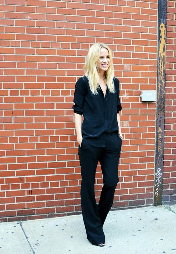 All black, all day, every day. Elin kling.