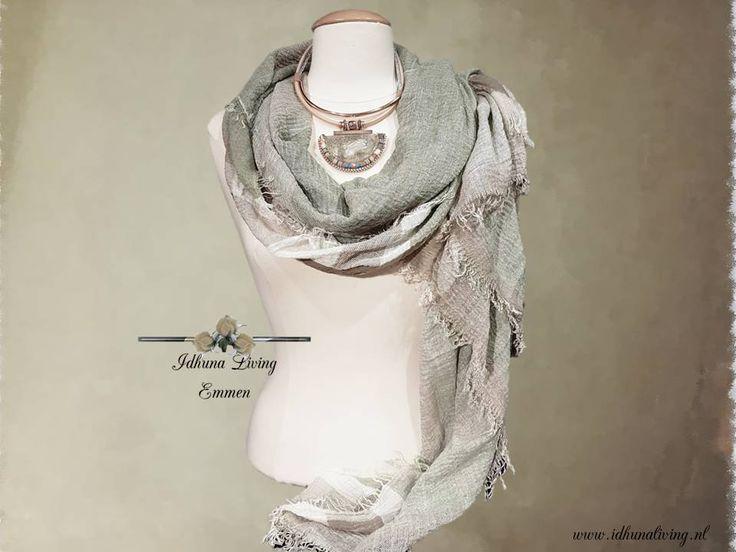 Halsketting dames kort kleur zachtgroen-rose gold. Combi met lange sjaal