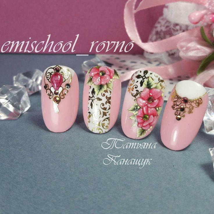 Как вам совмещение техник #СтеклянныеЦветы + #китайскаяроспись ??? Не могу ничего с собой поделать, сажусь рисовать что-то другое, но опять стеклянные цветы получаются #нейларт #ногтировно #дизайнногтей #emiroshnichenko #гелевыйманикюр #ногти #nails2inspire #Empasta #краскигелевые #nails #nailart #naildesign #manicur #EmiManicure #EmiDesing #gellac #gelpolish #gelpaint #ногтиукраина #emischool_rovno #nailstagram #instanail #nailswag #nailsofinstagram #emirovno #рівне #нігтілуцьк #ма...