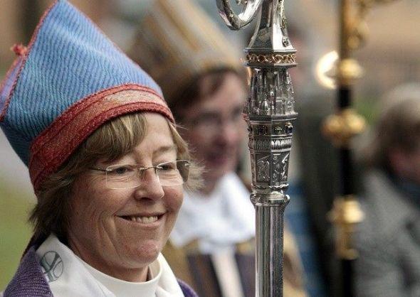 Em nome do politicamente correto do inferno...    A bispa de Estocolmo propôs que as igrejas removam todos os símbolos cristãos, especialm...