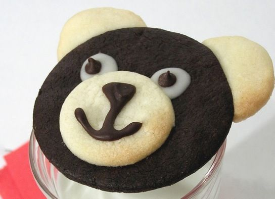 These teddy bear cookies are just too easy to pass up! Bonus: Vanilla & chocolate in one. Simply use a rolling pin over wax paper to flatten your dough, and use a round cookie cutter in 2 sizes (small & large) for your teddy bear head, nose and ears. Connect the ears and nose by …