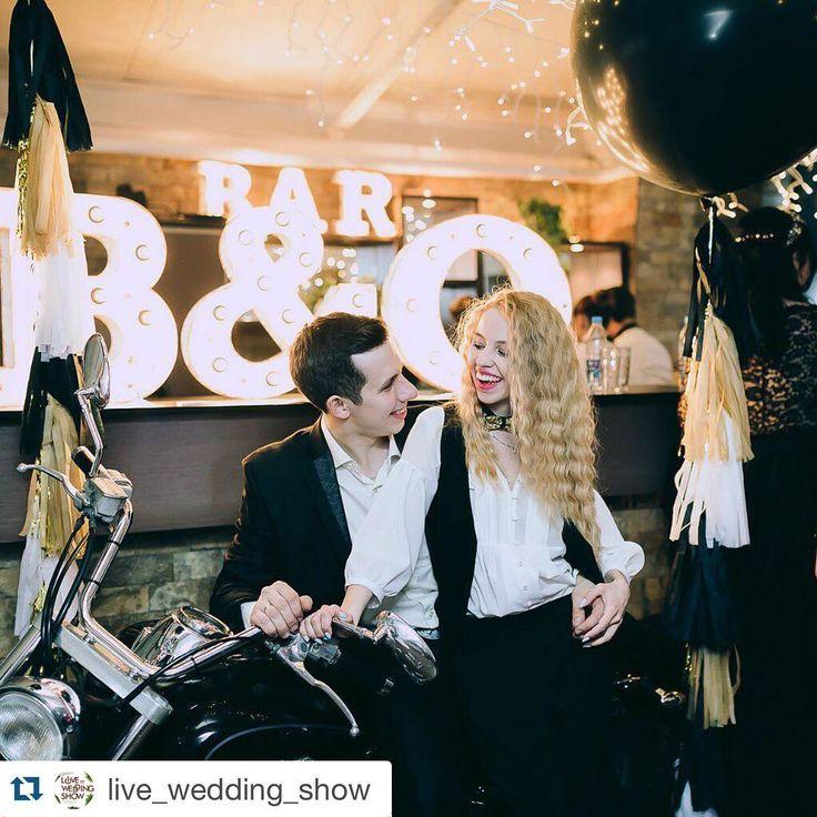 Наши ребятки веселушки. Еще одна из наших фотозон на @live_wedding_show . Спасибо огромное нашей команде организаторов и всех партнеров за большой вклад в этот проект !!!! И отдельная благодарность #Дмитрию Шадину ⭐️@dimdomdecor за экстренную помощь !!!) А также #Екатерине Логиновой @airbubbles_  за воздушную красоту . Фото @olgashundeeva . #LiveWeddingShow #Spring2016 @live_wedding_show #wedding #wedding73 #свадьба73 #свадьбавульяновске #royalstyle @royal_style_event @kirillgolovko
