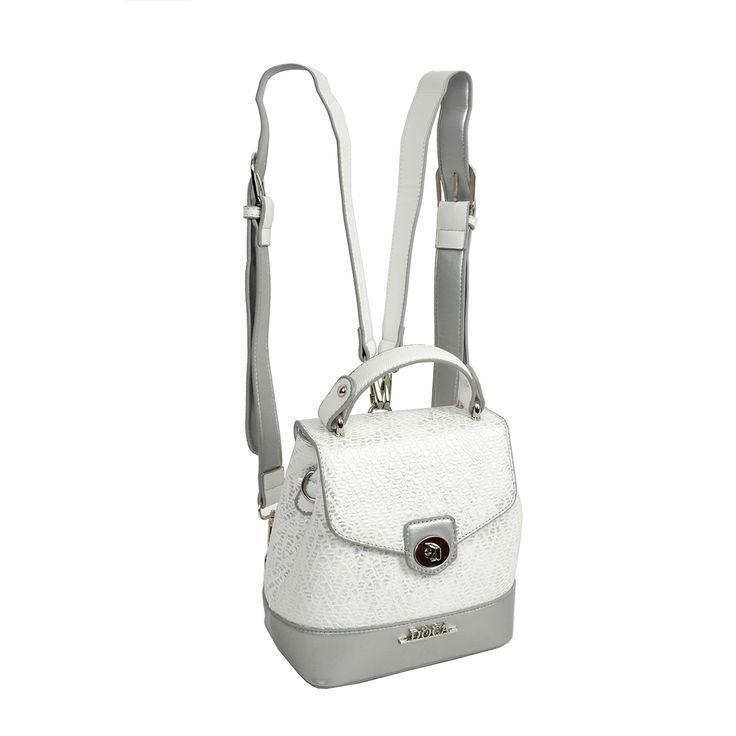Τσάντα πλάτης σε άσπρο χρώμα με ανάγλυφη υφή, διακοσμητικές λεπτομέρειες,  συνθετικό δέρμα, αποτελεί μέρος της συλλογής DOCA Spring - Summer 2017 collection