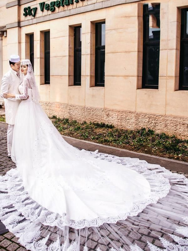 2016 Muslim Wedding Dresses Pearls Beaded Cathedral Train