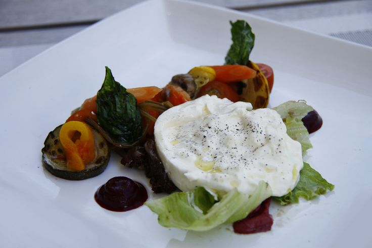 As promised last week, here is the recipe of Burrata from our chef.