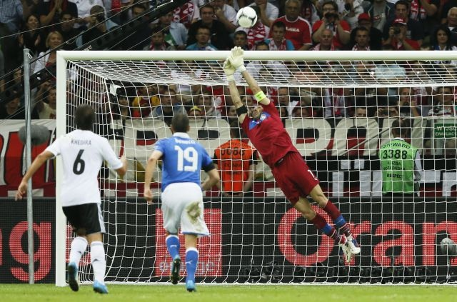Aquí tienes las mejores imágenes de la segunda semifinal de la Eurocopa 2012: Alemania 1-2 Italia.