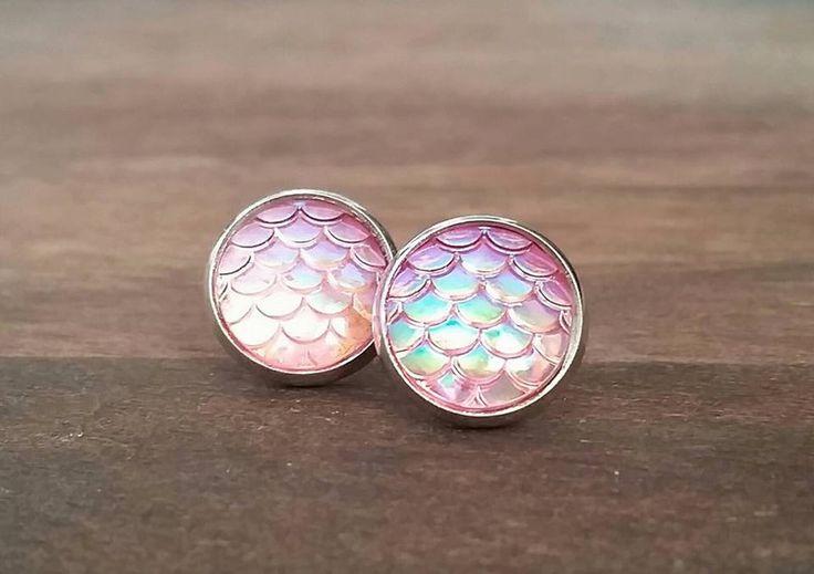 Oorknopjes - Zeemeermin Roze schubben oorbellen studs zilver - Een uniek product van MadamebutterflyMeagan op DaWanda