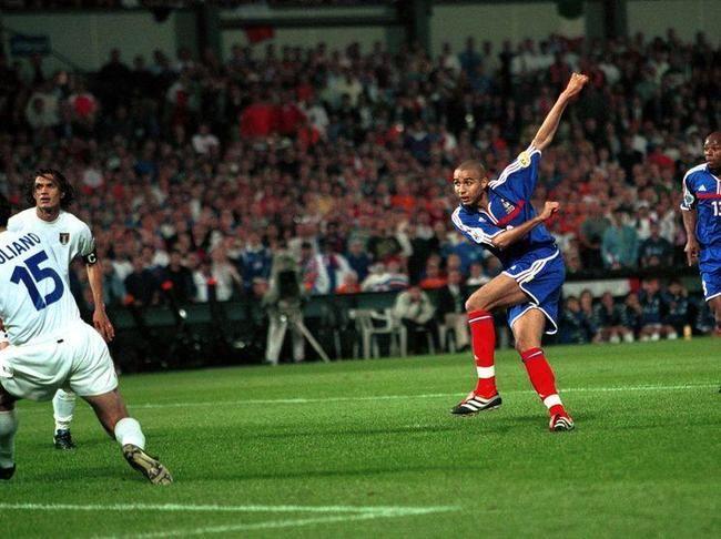 David Trezeguet, France (1998–2008, 71 caps, 34 goals). During the extra-time, Trezeguet shoots and scores the 'Golden Goal' that wins his country the 2000 UEFA EURO Final, France vs Italy 2-1 (0-1 Delvecchio 55', 1-1 Wiltord 90', 2-1 Trezeguet 103' ET) at Feyenoord Stadium, Rotterdam, Netherlands on 2 July 2000.