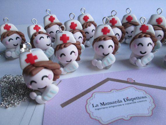 Bomboniera portachiavi per laurea infermieristica/farmacia https://www.etsy.com/it/listing/211434283/bomboniera-laurea