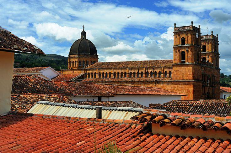 Catedral de la Inmaculada Concepción y San Lorenzo Mártir en Barichara, bella construcción en piedra tallada  Barichara by Paulo Capiotti on 500px