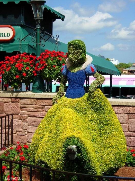 Disney Topiary Part - 49: SNOW WHITE ? Floral Topiary - Disney World Epcot Center Flower Garden