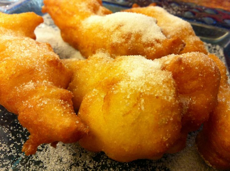 Pettole.... These are so good.... http://vivaj.blogspot.com/2013/11/pettole.html