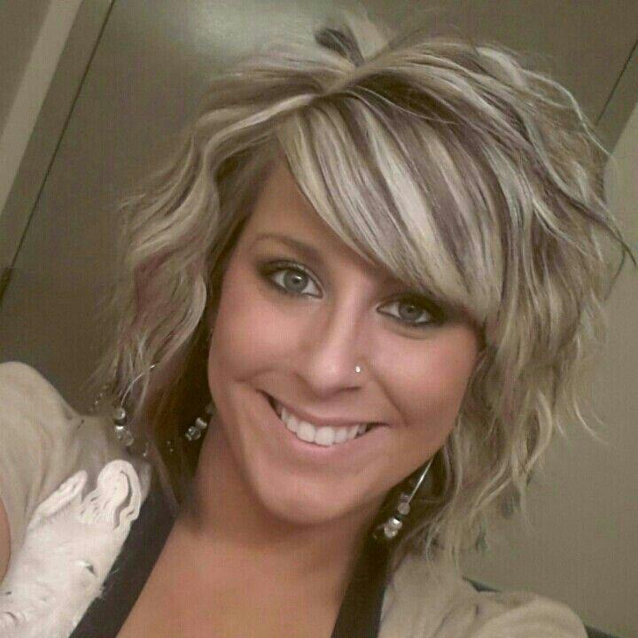 Curlt short hair with highlights