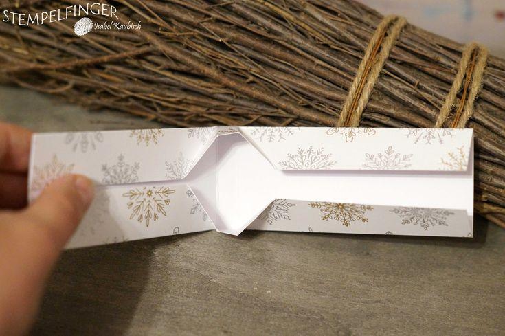 """Es ist wieder Zeit für einen neuen Blog-Hop vom Team Stempelherz. Diesen Monat zu dem Thema Nikolaus. Ich wollte Merci Täfelchen verpacken und habe eine Falt-Verpackung gewerkelt. Die hält ganz ohne Kleber und man hat Einblick auf das Leckerli. Daher ist farblich alles an die kupferfarbenen Täfelchen angepasst. Den Nikolaus-Stempel findest du im Stempelset """"Kleine […]"""
