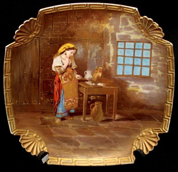 Prato em porcelana Francesa Limoges com pintura de serviçal no centro com detalhes de filetes á ou