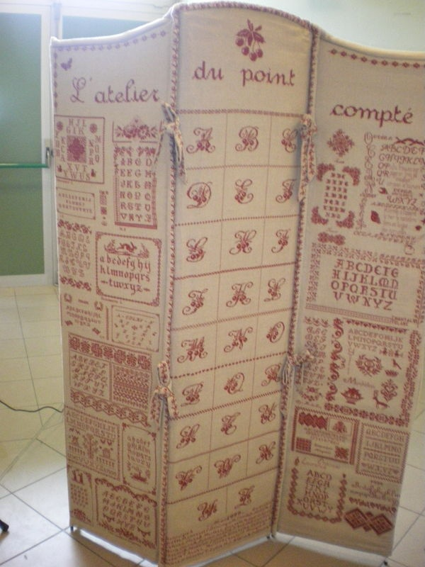 The most amazing projects from French stitchers! I could totally make this...wood frame covered with pretty fabric!