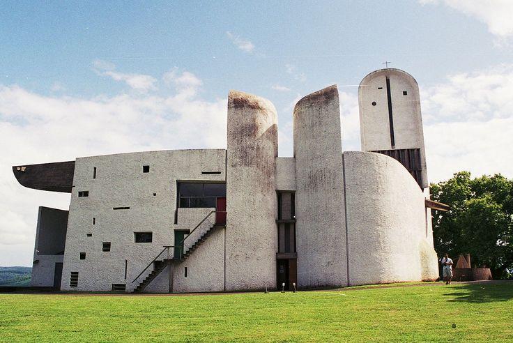 Ecomanta notre dame du haut ronchamp le corbusier as for Architecture post moderne