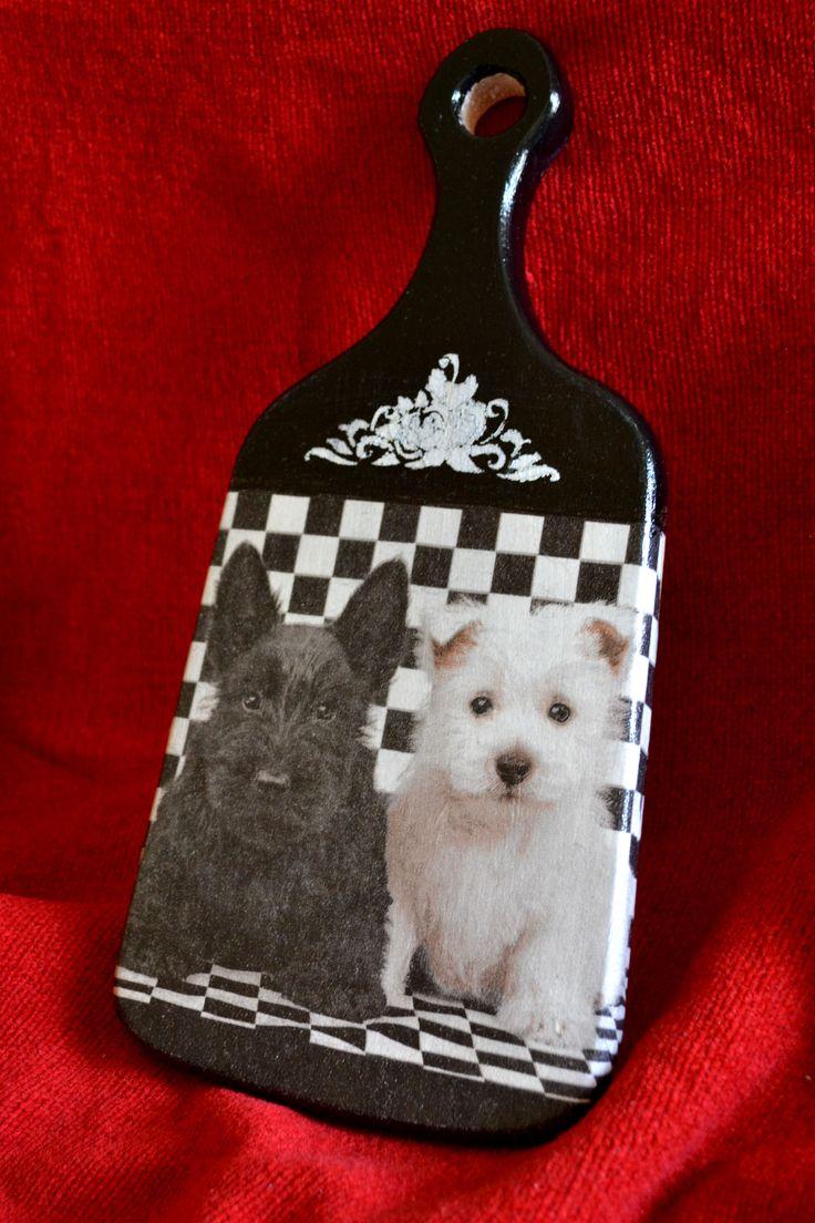 Скотч терьеры поселились на кухонной доске :) Scotch Terriers settled on the kitchen blackboard :)