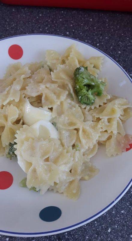 Oeufs en sauce et brocoli