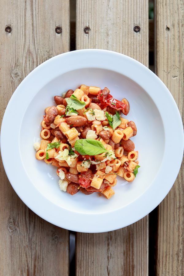 Maccaroni mit Borlotti-Bohnen und Tomatensauce