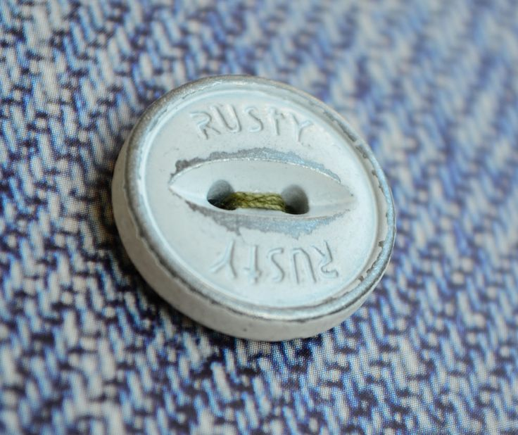 Botones de coser diseñados y fabricados por Apholos. // Sew-On Buttons designed and crafted by Apholos www.apholos.com