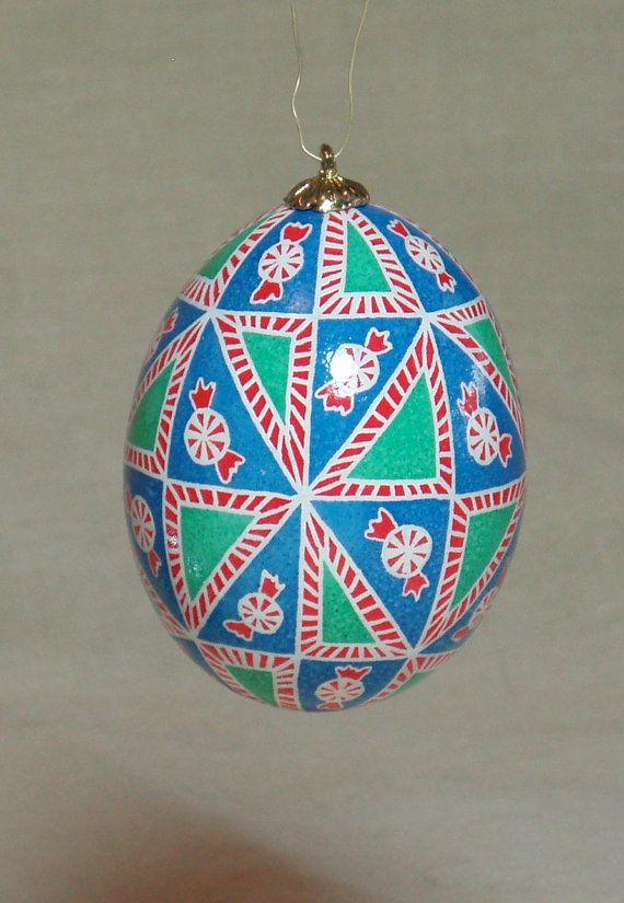 For me, Christmas tastes like candy canes and peppermints. And this hanging ornament is inspired by that sweetness. Original adaptation of the popular 40 triangles division and inspired by candy canes and starlight mints in red and white stripes on a blue background done in batik style