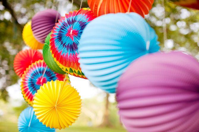 rainbow paper lanternsPaper Lanterns, Birthday Parties, Summer Parties, Outdoor Parties, Parties Ideas, Summer Colors, Paper Chains, Chine Lanterns, Bright Colors