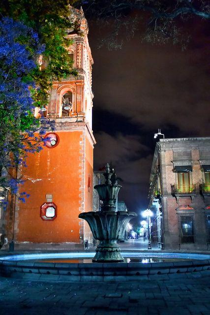 Hermosos detalles arquitectónicos se encuentran en la colonial #SanLuisPotosi. Colores y formas que enamoran en #Mexico.