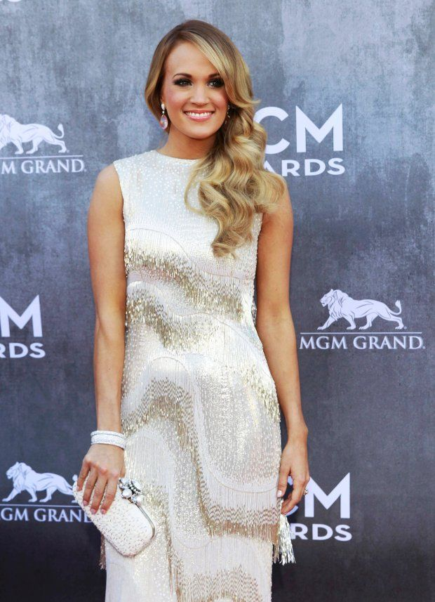 sukienki z frędzlami de | Singer Carrie Underwood arrives at the 49th Annual Academy of Country ...