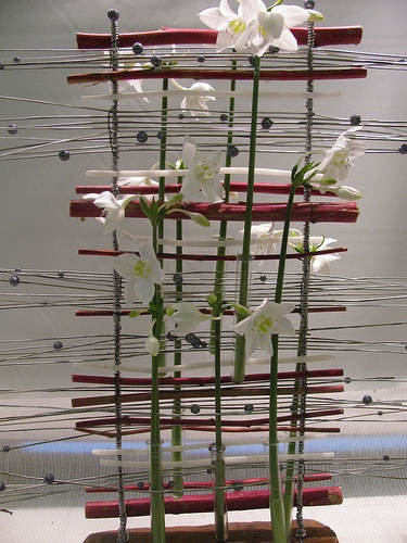 Parallel arrangement with Eucharis - Work at Tecomah, floral art school - Claire Behra