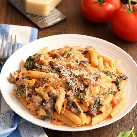 Slow Cooker Creamy Beef Mushroom Pasta Recipe Magic Skillet Recipe Mushroom Recipes Pasta Mushroom Pasta Spinach Pasta