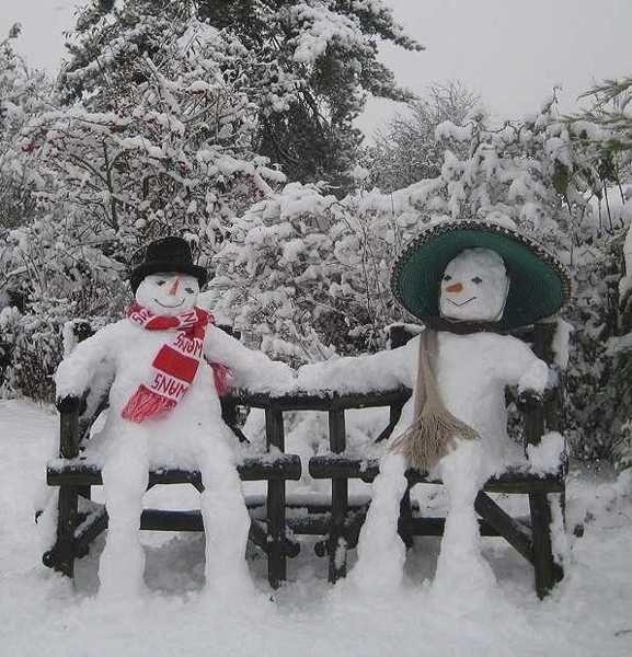 snow people on garden bench