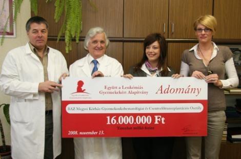 Az Együtt a Leukémiás Gyermekekért Alapítvány 16.000.000 Ft-ot adott át a leukémiás gyermekek csontvelő átültetéséhez szükséges sejtfagyasztó és tároló berendezés beszerzésére a Borsod-Abaúj-Zemplén Megyei Kórház Onkohaematológiai és Csontvelőtranszplantációs Osztályának.