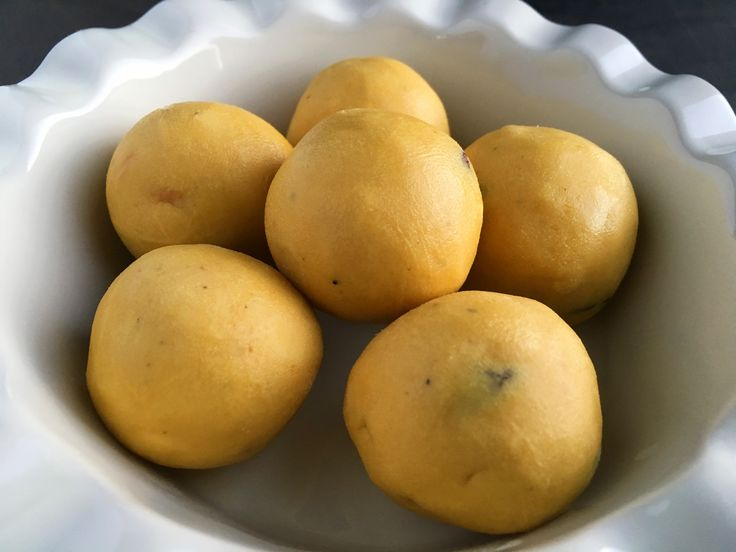 Besan laddu is a very popular Indian sweet dish prepared during festivals and special occasions. Besan laddu is made with three main ingredients – besan (gram flour), ghee and sugar. My mom prepared the best basan laddus. During my hostel days, every time I went home for holidays, she would send a big jar full …