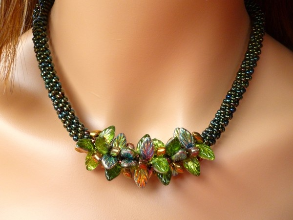 Kumi Necklace Green Leaves