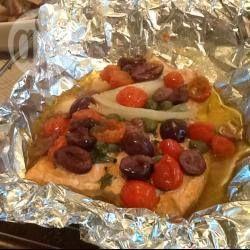 Foto della ricetta: Salmone al cartoccio con olive e capperi