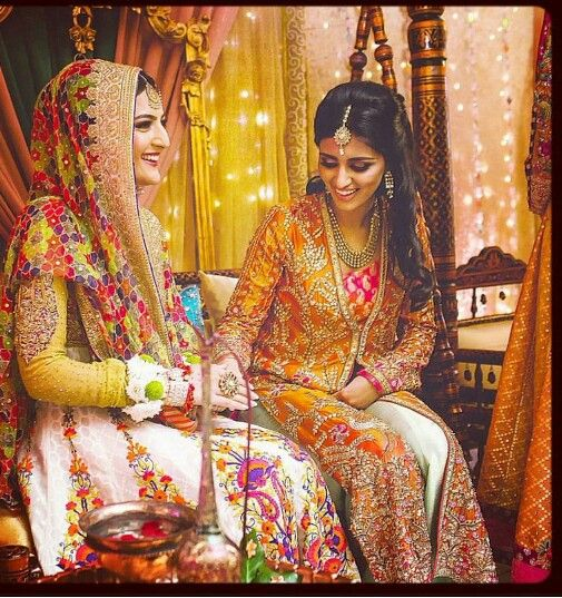 Such a beautiful picture! Love the colors and outfits!!