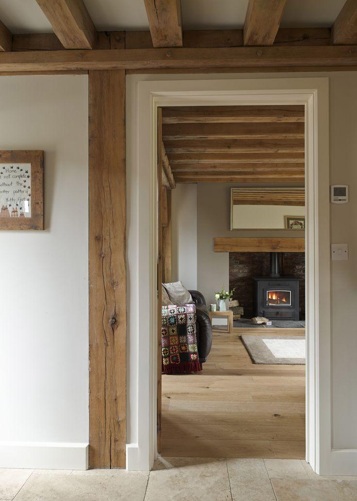 Walls/floor/oak working beautifully together