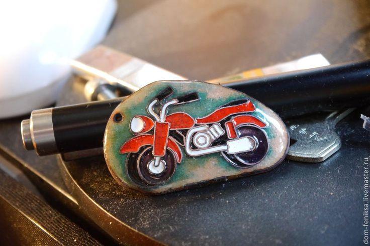 """Брелок """"Открытие сезона"""" - ярко-красный,эмаль,мотоцикл,медь листовая,эмаль ювелирная"""