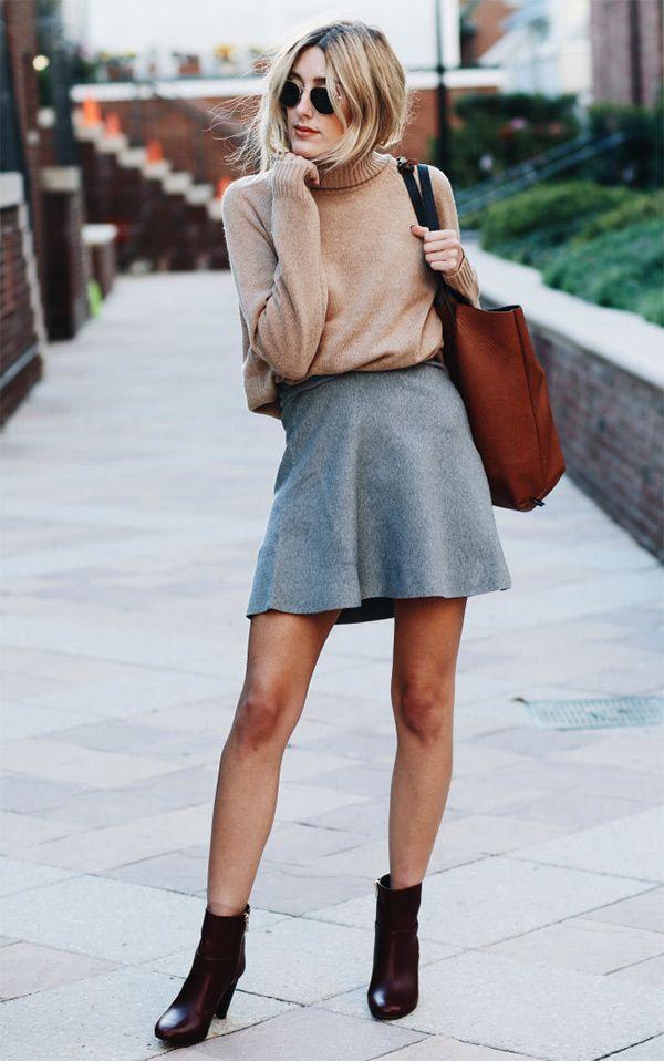 Caitlyn Warakomski mostra como usar mini saia cinza com turtleneck camelo e ankle boots.