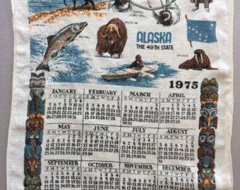 Souvenir di ALASKA calendario cucina panno tè asciugamano biancheria Eskimo animali Chilkat Totem Pole Vintage Retro stato 1975