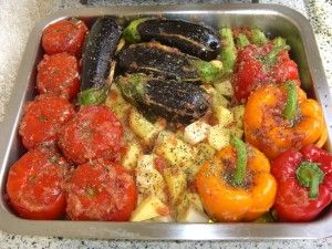 "Cooking Greek ""gemista""! great food, for every season or event! Here a recipe! http://www.omilo.com/cooking-greek-gemista-%CE%B3%CE%B5%CE%BC%CE%B9%CF%83%CF%84%CE%AC/"