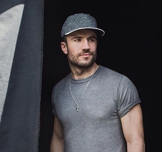 Sam Hunt SO hot lol