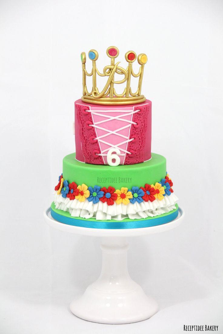 Prinsessia taart (kinderserie Ketnet BE)   #prinsessia #taart #prinsessiataart #oreocreme #frambozenconfiture #vanillecake #citroencreme #fondant #handmade #suikerkroontje #volledigeetbaar #sugarcrown #crown #kroon #prinsessiakroon #dress #ketnet #België #kinderserie #rolkem #profroster