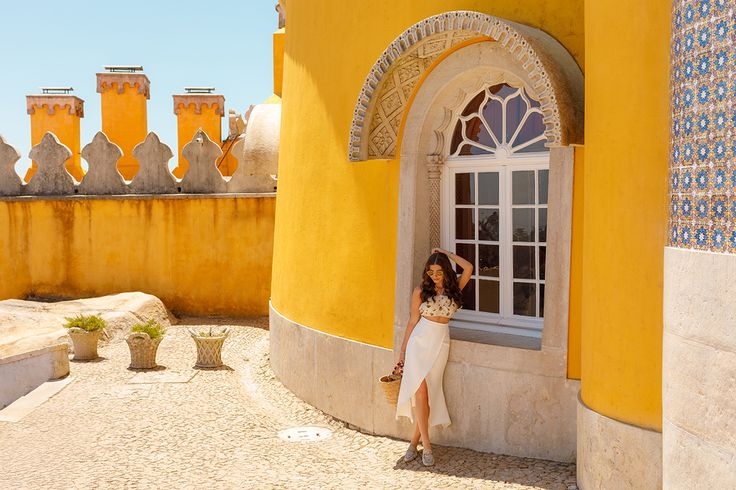 Pena Palace, the most amazing place near Lisbon and a new outfit are featured today on my blog: http://larisacostea.com/2017/08/pena-palace/